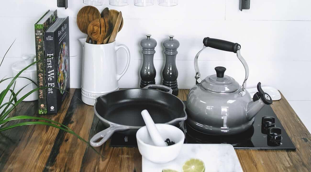 Bules, chaleiras e jarras Le Creuset: conheça os benefícios | westwing.com.br