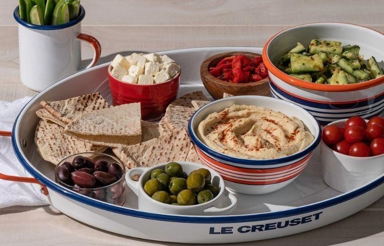 Pratos e petisqueiras Le Creuset: Dicas de como servir | westwing.com.br