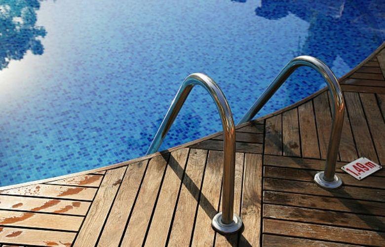 Piscina com Deck   westwing.com.br