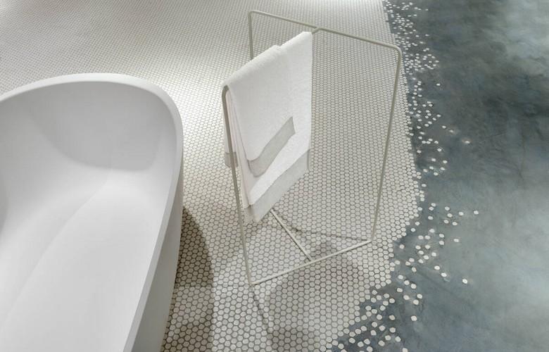 Piso para banheiro: como garantir segurança, praticidade e beleza?   westwing.com.br