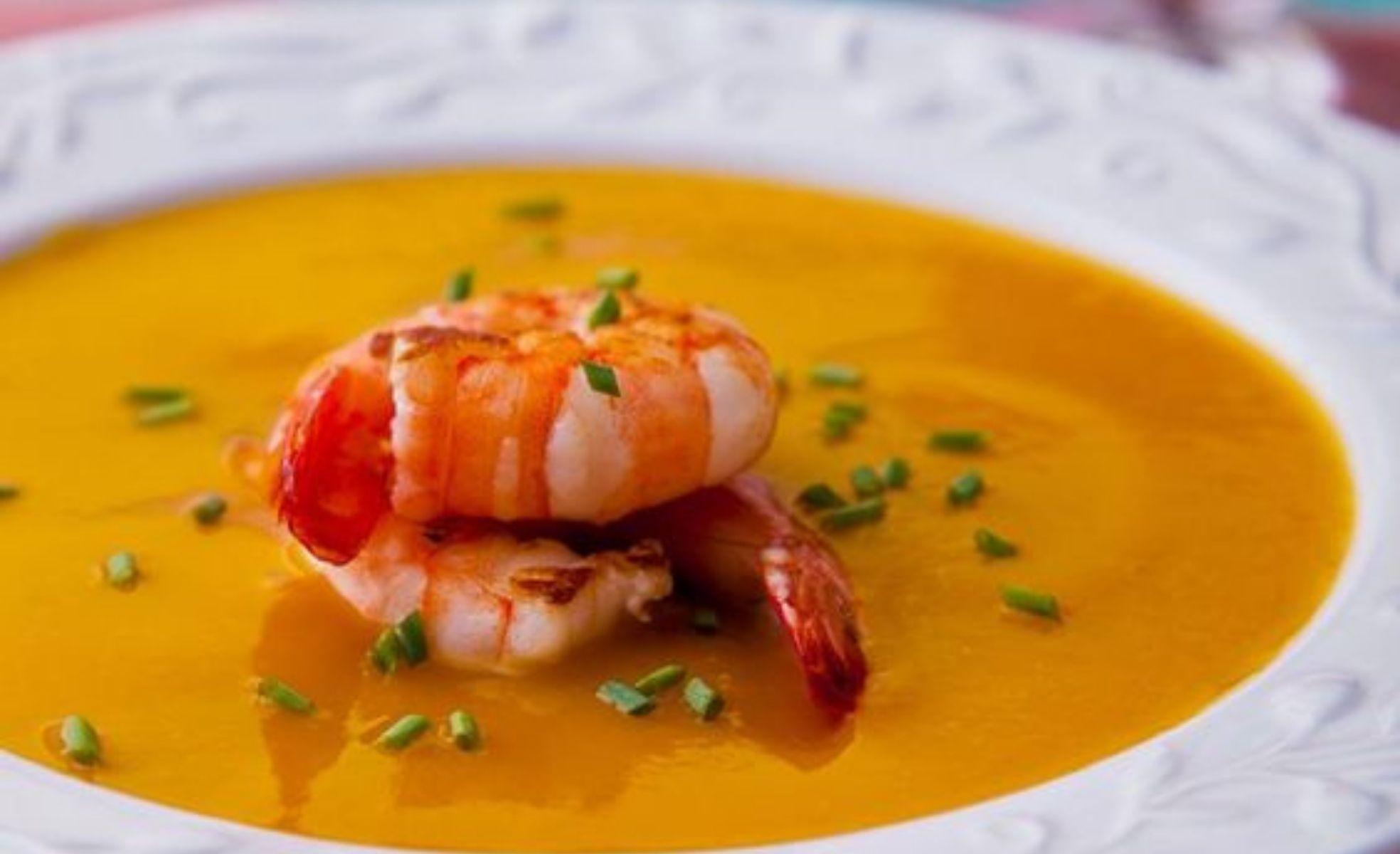 creme de abóbora com camarão para menu de natal