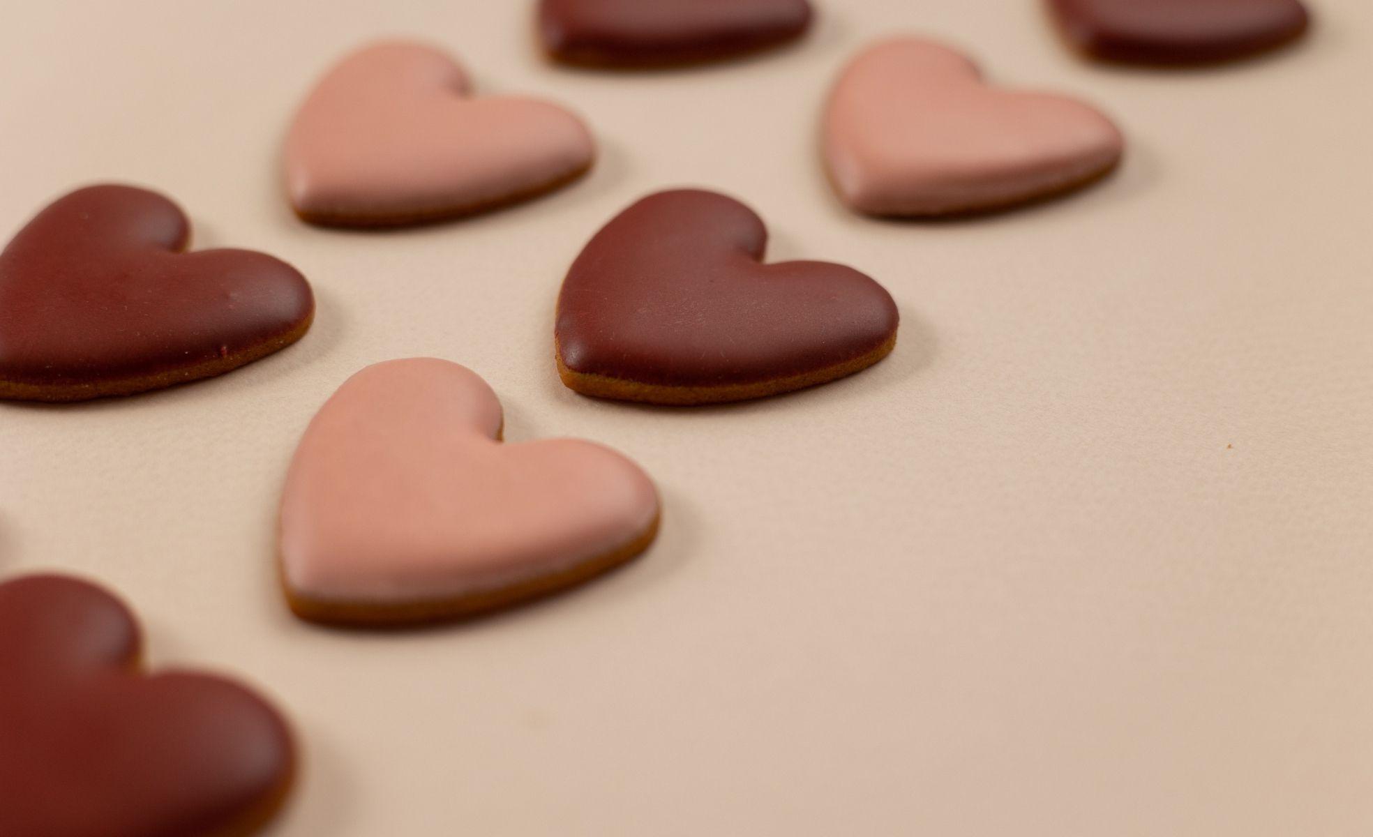 cookies em formato de coração para dia dos namorados