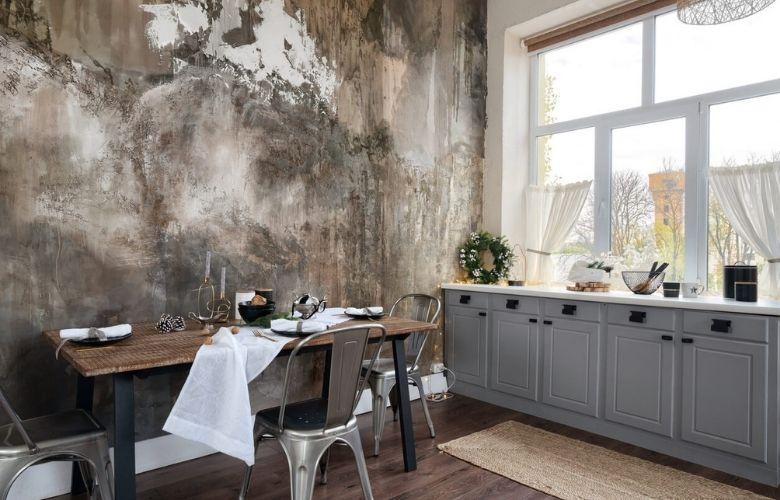 decor industrial para cozinha, parede com cimento exposto e desgastado, mesa de jantar