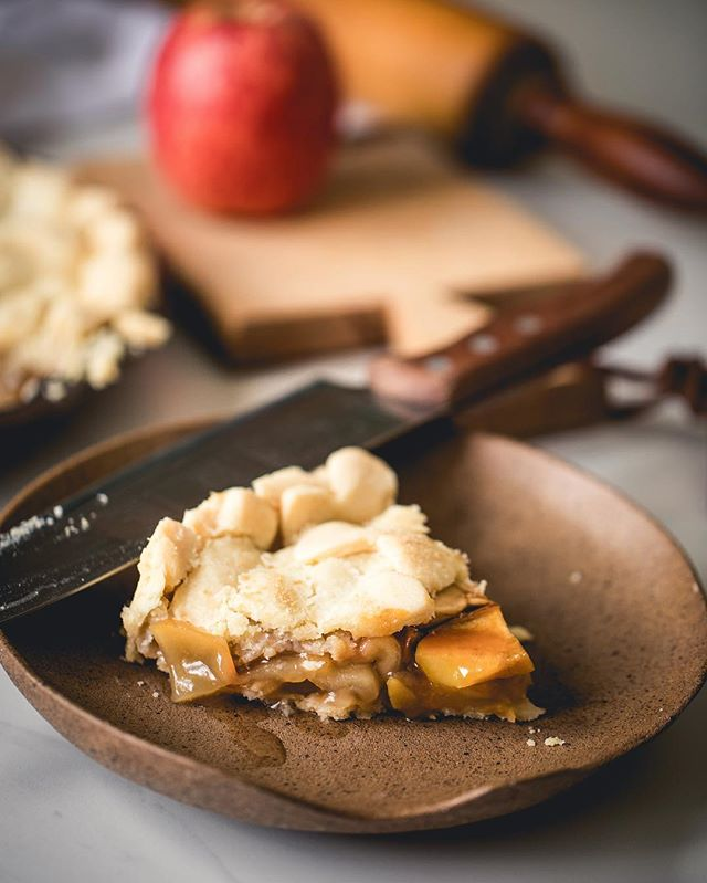 foto de torta em prato marrom | westwing.com.br