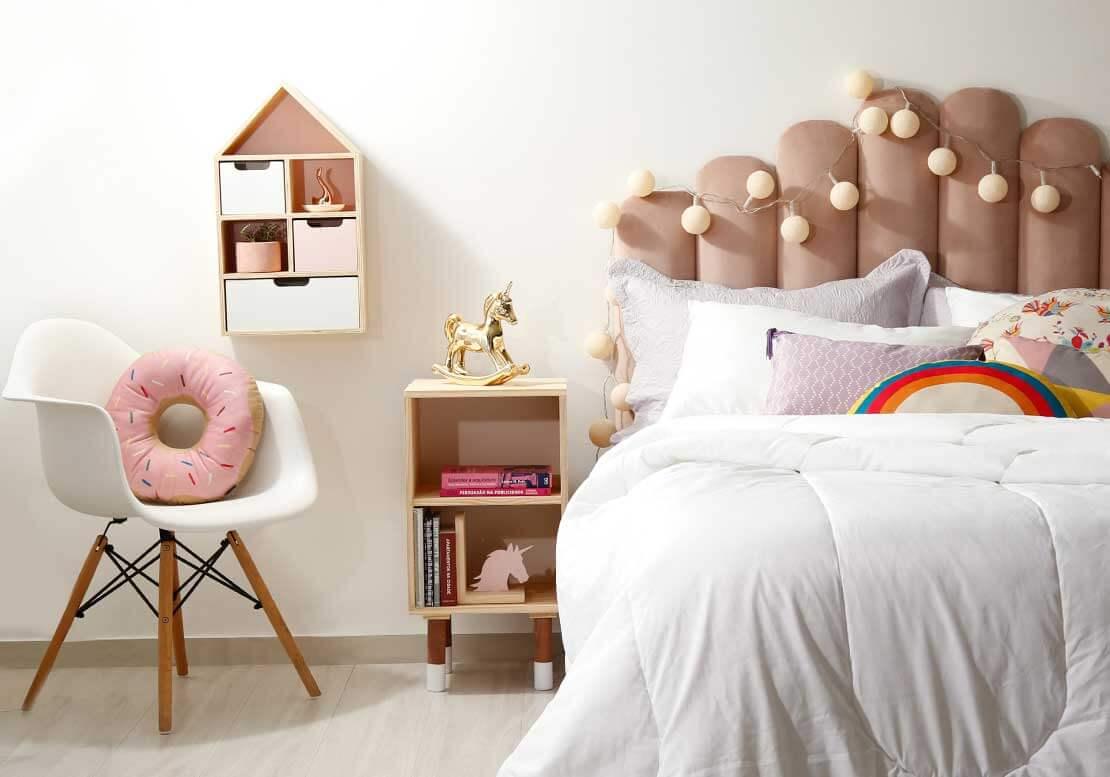 Planos de fundo para vídeochamadas no zoom: quarto com Luzes na cabeceira, poltrona no quarto | westwing.com.br