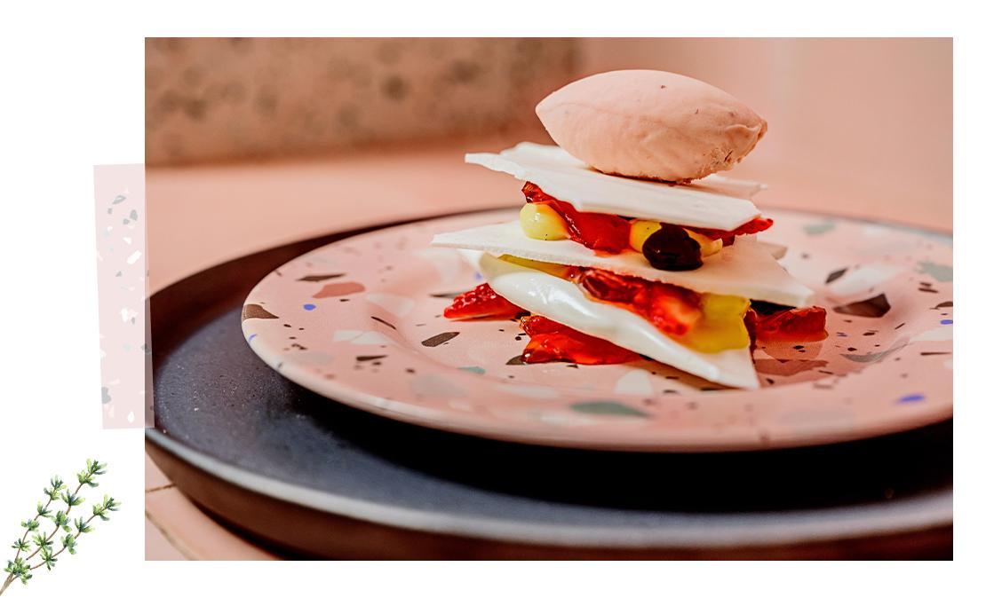Categoria de Mesa Posta WestwingNow em parceria com a chef Helena Rizzo, prato de sobremesa feito pela chef Helena Rizzo | Westwing.com.br